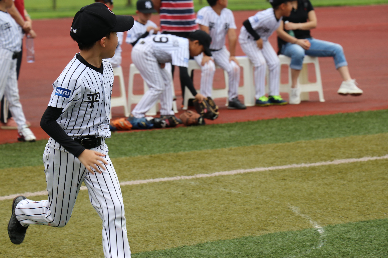 """小球员也有大能量 """"最强替补""""蔡圣恺闪耀棒球场"""