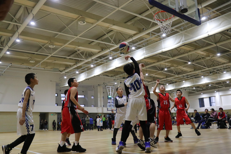 做孩子们的严师和挚友——徐汇90后篮球教练陆润章的带训之道