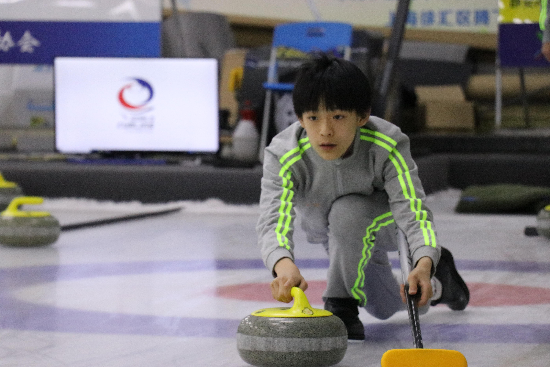 """徐汇冰壶""""再拿一城"""" 背后的金牌韩国教练大有来头"""