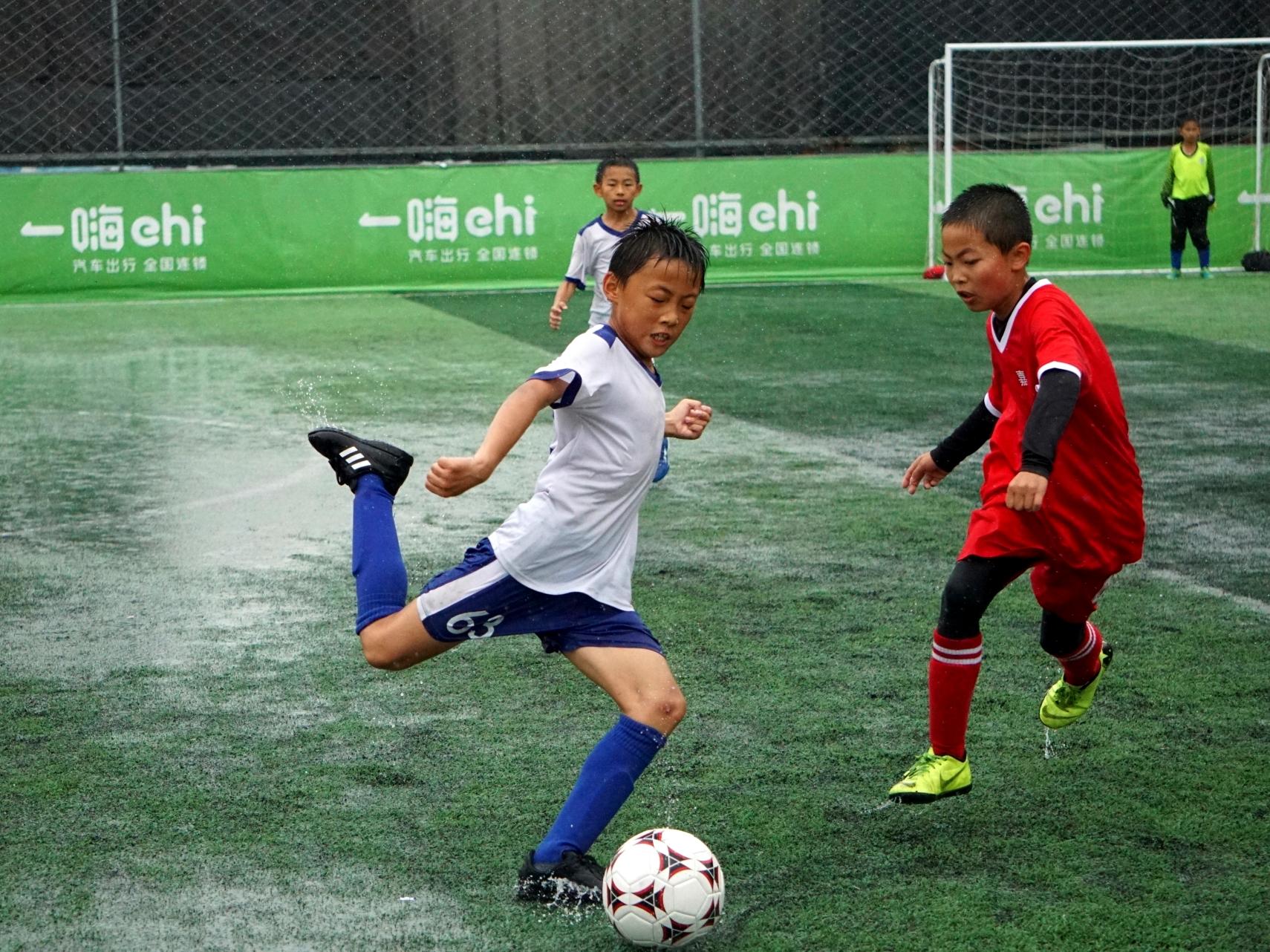 """风雨有足 2019年上海市青少年体育俱乐部联赛""""荣耀杯""""足球比赛拉开帷幕"""
