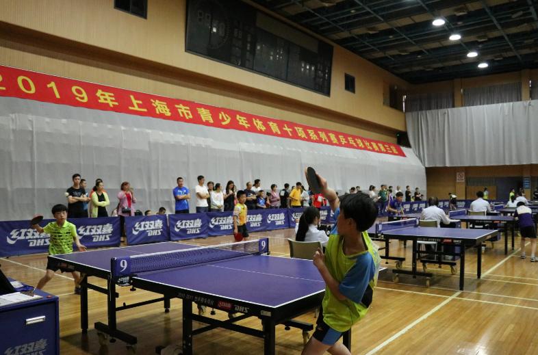 """崇明乒乓小子得生涯首个单人冠军  教练的""""爱心晚餐""""起了大作用!"""